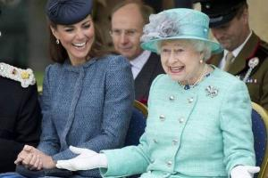 6 ways Queen Elizabeth and Kate Middleton differ in their parenting styles