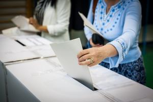 Voting has started on referendum as campaigning comes to a close