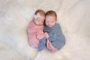 Two sisters give birth just 20 minutes apart in the same hospital