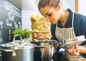 Maintaining a healthy diet: The 5 most common challenges mums face