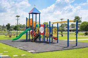 Boy-shaming: Mum refuses to let boy interrupt an all-girl play date at park