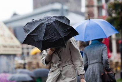 Umbrellas at the ready: Met Éireann issues yellow weather warning