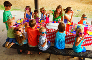 6 reasons to have your child's party outside the house