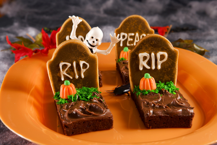 Halloween tombstone brownies | MummyPages.MummyPages.ie