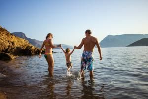 Going swimming this weekend with the kids? Read this safety advice first