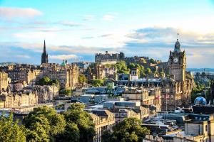 Haggis and history: The best things to do on a weekend trip to Edinburgh