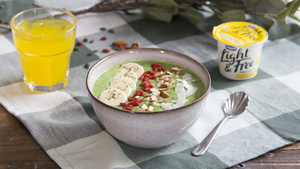 Lemon, Mango and Kale Smoothie Bowl
