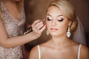 Blushing bride: 10 wedding beauty looks were absolutely obsessed with