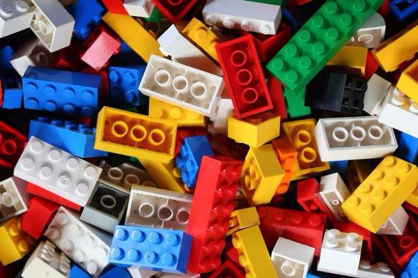 Homemade fid spinner 7 incredibly useful LEGO hacks that you