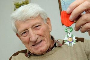World War 2 hero told he could never have children but now hes a proud great-grandad