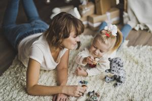8 small but powerful reasons you should play with your little one