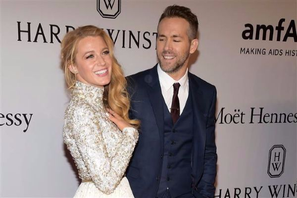 Blake Lively Wedding Dress.I Burnt A Hole In My Wedding Dress Blake Lively Confesses
